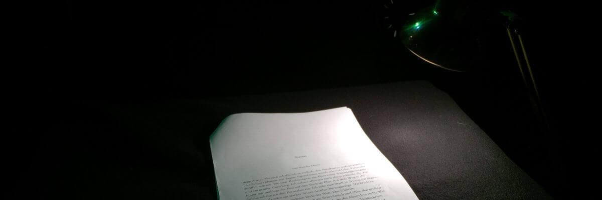 """Foto des Setups vor einer Lesung aus """"Susan"""", einer Science-fiction Kurzgeschichte von Sascha Dinse"""