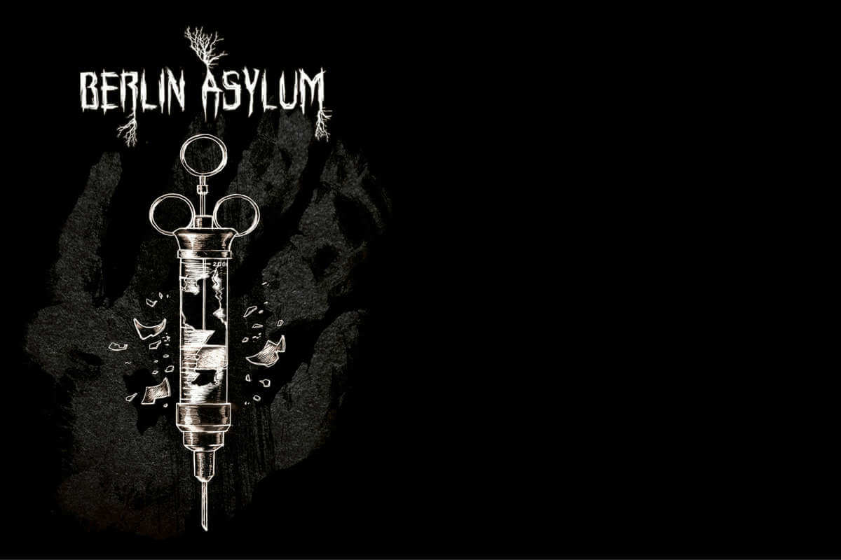 Covermotiv des Flyers zur Berlin Asylum Kapitel III Böses Blut, Spritze auf schwarzem Hintergrund