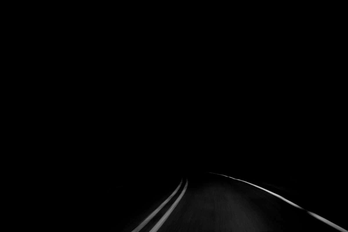 Straße im Dunkeln
